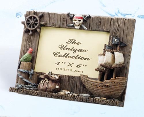 Robin\'s Dockside Shop - Pirate Stuff - Page 1